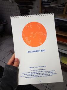 Calendrier 2020 sérigraphié par Le Tâche Papier.